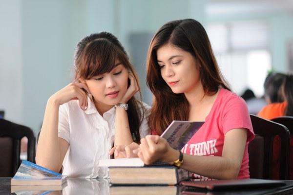 Những sự khác biệt giữa sinh viên và học sinh
