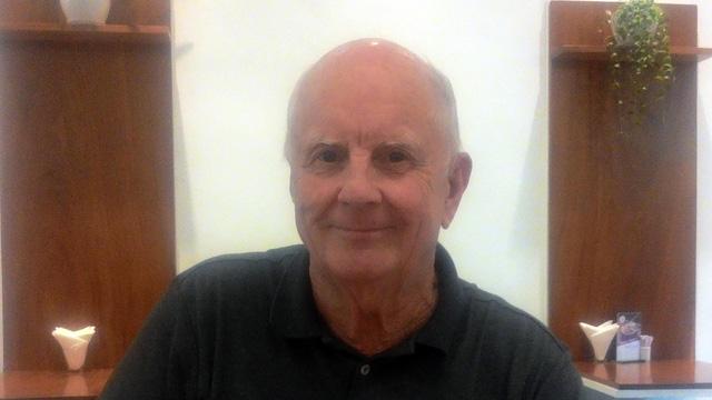 Ông CHARLIE OAKES (người Mỹ)
