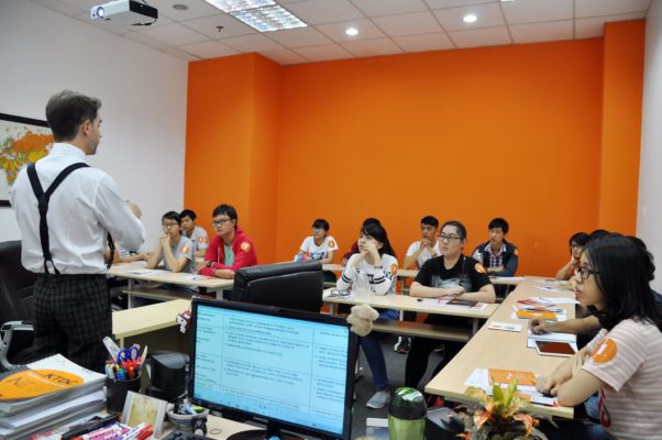 trung tâm dạy tiếng Anh quận 8